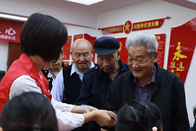 六冶社区党委:爱心企业送温暖